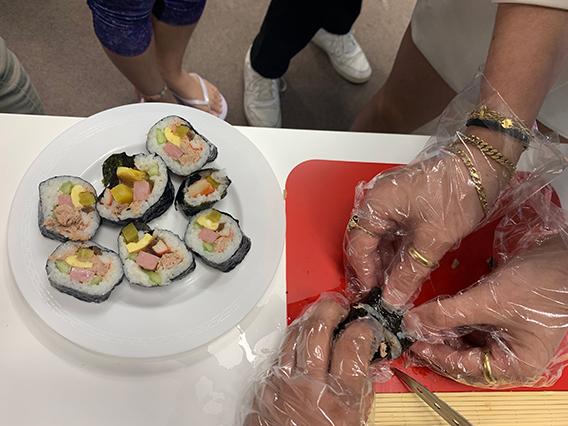EF Seoul makes gimbap